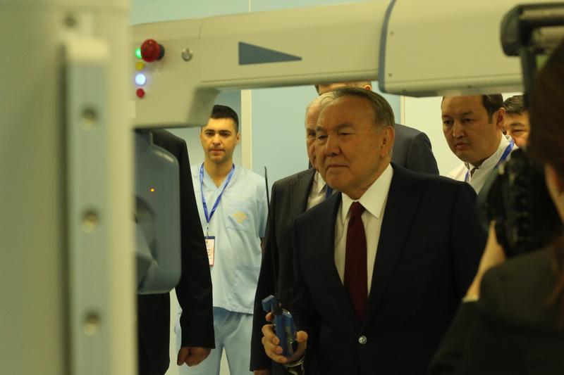 2018.11.14 Назарбаев роботизированная хирургия 1